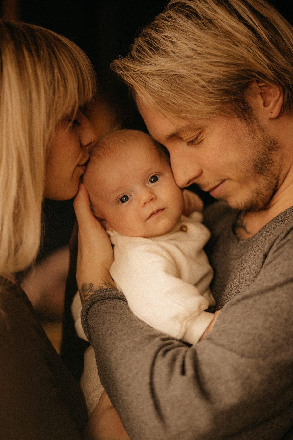 family protrait by Dorin Ciobnau Photographer